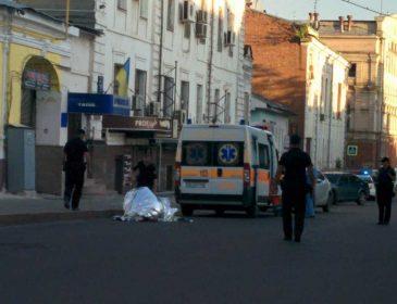 «Тело почти 2 часа просто лежало на улице»: Во Львове нашли мертвым польского туриста