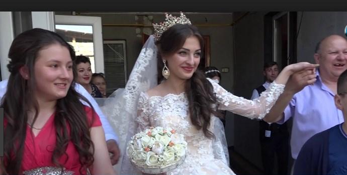Платье от кутюр и 2 кило золота: Свадьба 16-летней внучки цыганского барона ошеломила Сеть