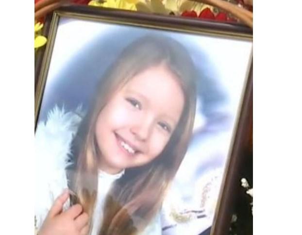 «Море слез и цветов»: Сегодня попрощались с девочкой, которая погибла под колесами автобуса