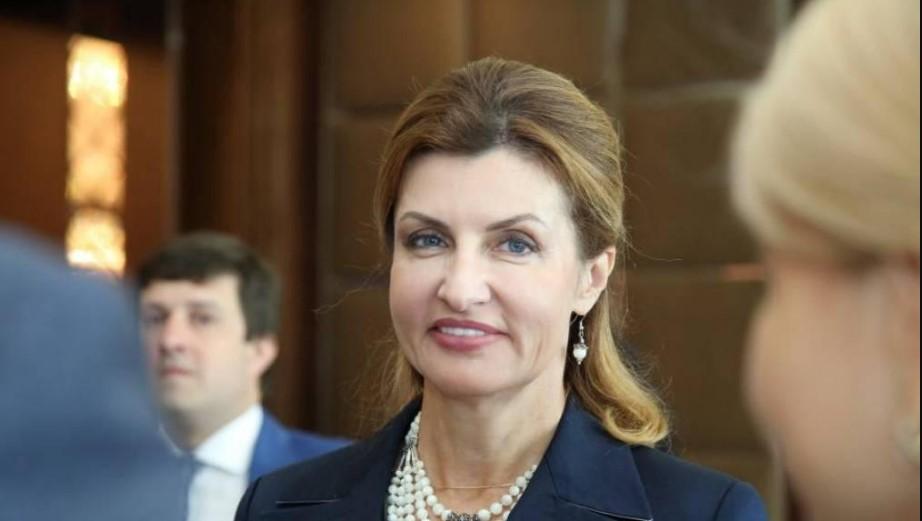 «Черным по белому»: Марина Порошенко надела роскошную вышиванку со старинным узором