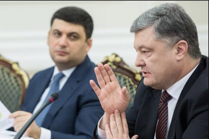 «Каждый день промедления стоит нам жизней»: Порошенко и Гройсман назвали главное условие для окончания войны на Донбассе