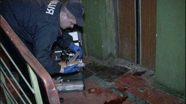 Внутри находилось три человека, в том числе восьмилетняя девочка: в жилом доме оборвался лифт