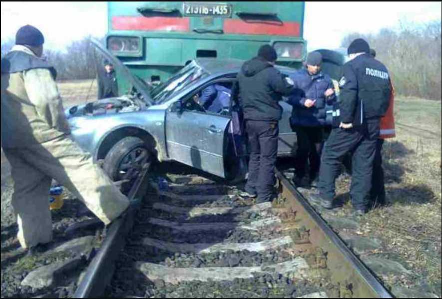 Пассажирский поезд «Одесса-Киев» снес на переезде авто с детьми, есть жертвы и погибшие