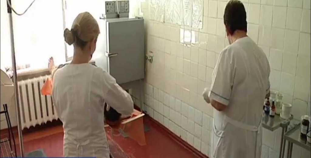 «У девушки открылась ужасная кровотечение, а он не мог в кресле усидеть — падал»: В Киеве разгорелся скандал с врачами