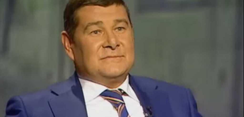 Делал это «по согласованию с президентом и его людьми»: Онищенко был посредником между Порошенко и Тимошенко