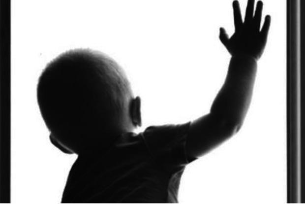 «Родители оставили его на несколько минут и …»: Маленький мальчик выпал с 12 этажа