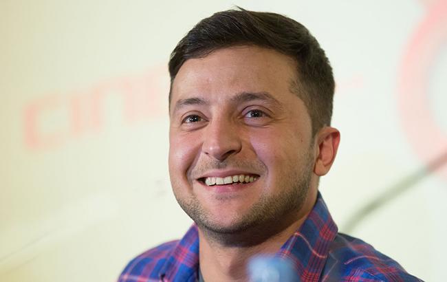 «Если люди хотят говорит по-русски — отстаньте от них»: Телеведущий напомнил Зеленскому его заявления относительно языка