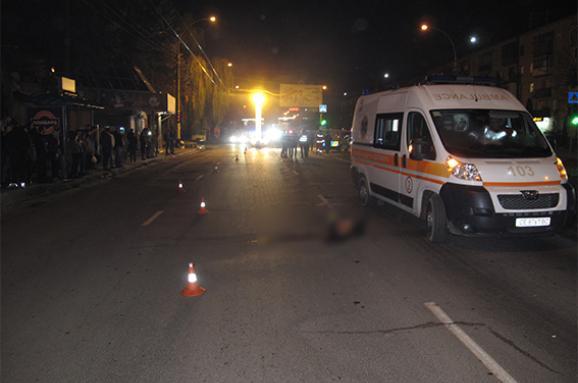 Прямо на пешеходном переходе: Мажор на иномарке сбил молодую девушку