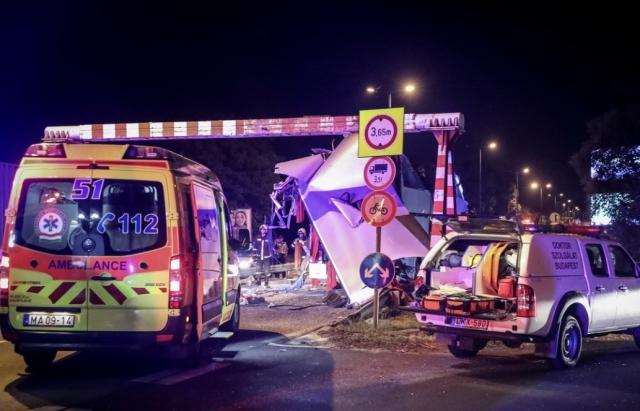 Пол-автобуса снесло вместе с пассажирами: В Венгрии произошло ужасное ДТП с украинцами