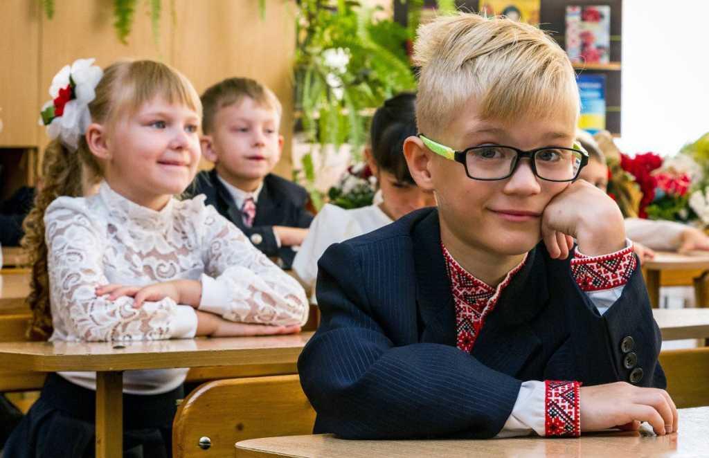 Новые правила поступления в первый класс: В каких случаях детей будут принимать не по месту регистрации
