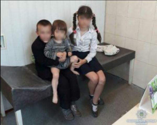 «В доме правоохранители нашли …»: Горе-мать на 2 месяца покинула трех маленьких детей