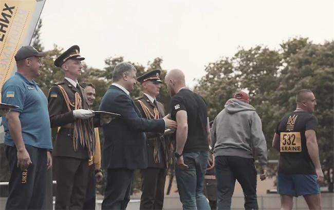 «Присутствие Порошенко только оскорбила честь раненых»: Ветеран «Азова» объяснил свой скандальный поступок