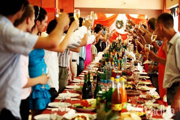 Сыграли так, что запомнилось всем: Молодожены пригласили на свадьбу 200 гостей и исчезли, не заплатив