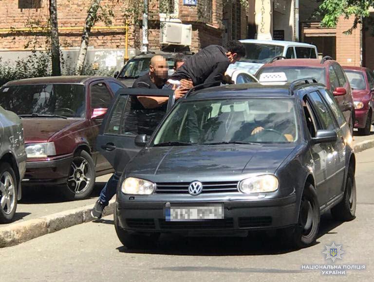 «Похитили, удерживали в гараже и требовали…»: Полиция задержала похитителей сына ливийского дипломата в Киеве