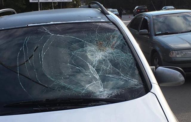 «С семьей возвращались домой»: Голый мужчина бросился под колеса автомобиля депутата