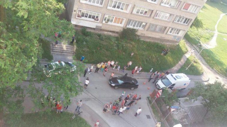 «До прибытия медиков ребенок лежал в салоне»: Во Львове автомобиль сбил 5-летнего мальчика