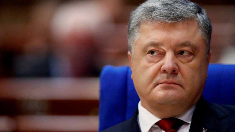 «Порошенко положил Конституцию под зад и …»: Известный политик набросился на Президента Украины