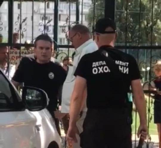 В Киевской области пьяный помощник известного нардепа устроил стрельбу по детям: Есть раненые