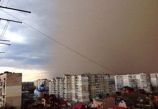 «Судный день»: Мощная песчаная буря накрыла Харьков (видео)