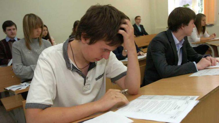 «Если вопрос не решится, то будет просто бунт»: В Украине разыгрался скандал из-за ВНО по английскому языку
