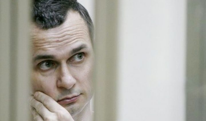 «Чахнет, выпали зубы, но он настроен идти до конца»: Даже российские политики призывают Сенцова прекратить голодовку