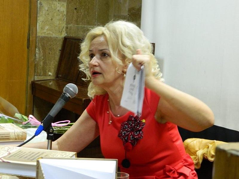 «Она не просто уничтожила программы, она …»: Скандал между Ириной Фарион и министром образования Лилией Гриневич набирает обороты
