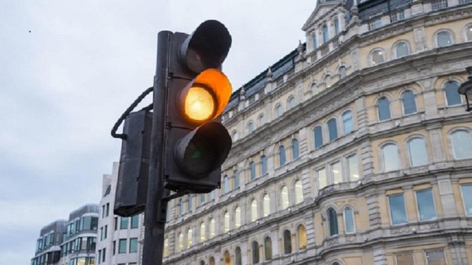 В Украине отменяют желтый сигнал светофора: В каких городах водителей уже ждет сюрприз