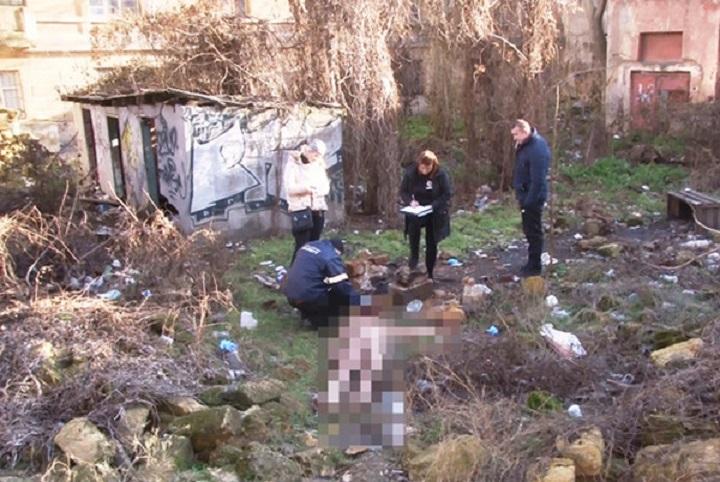 «На глазах у детей и жены …»: В Одессе мужчина жестоко забил до смерти бездомного