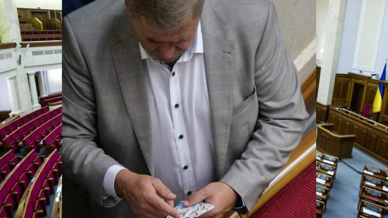«Собрал роял стрит флеш»: Скандального депутата от «Оппоблока» поймали на позорном занятии в Раде