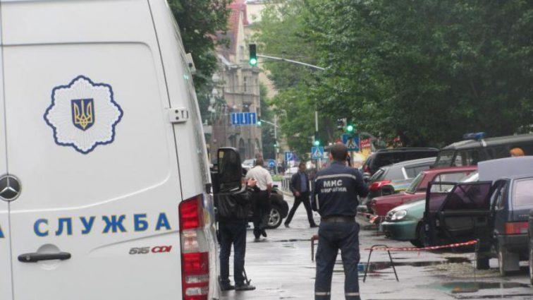 Люди задыхались внутри: Во Львове в магазин одежды бросили взрывчатку