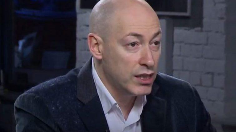 «Дайте им спокойно умереть!»: Известный украинский журналист устроил скандал в прямом эфире