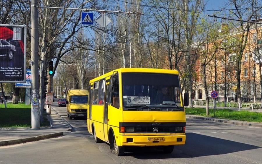 «Выбросил из салона бесчувственную девушку и …»: Нечеловеческий поступок водителя маршрутки ошеломил украинцев