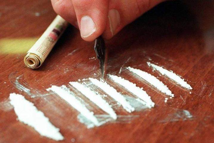 Полицейского поймали на хранении наркотиков