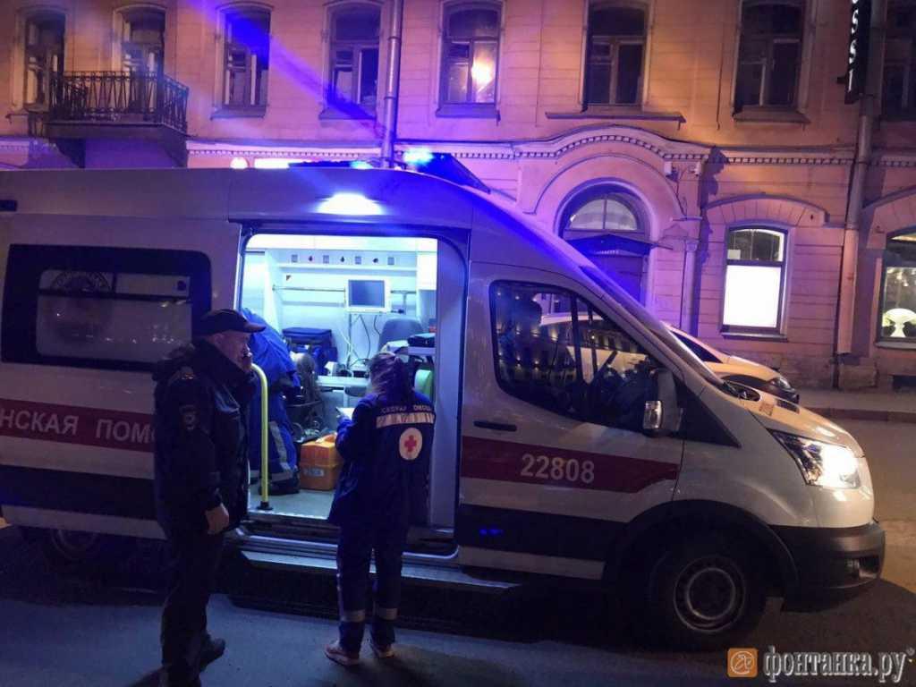 Жестокая резня в поезде: Мужчина напал на пассажиров с ножом, есть жертвы
