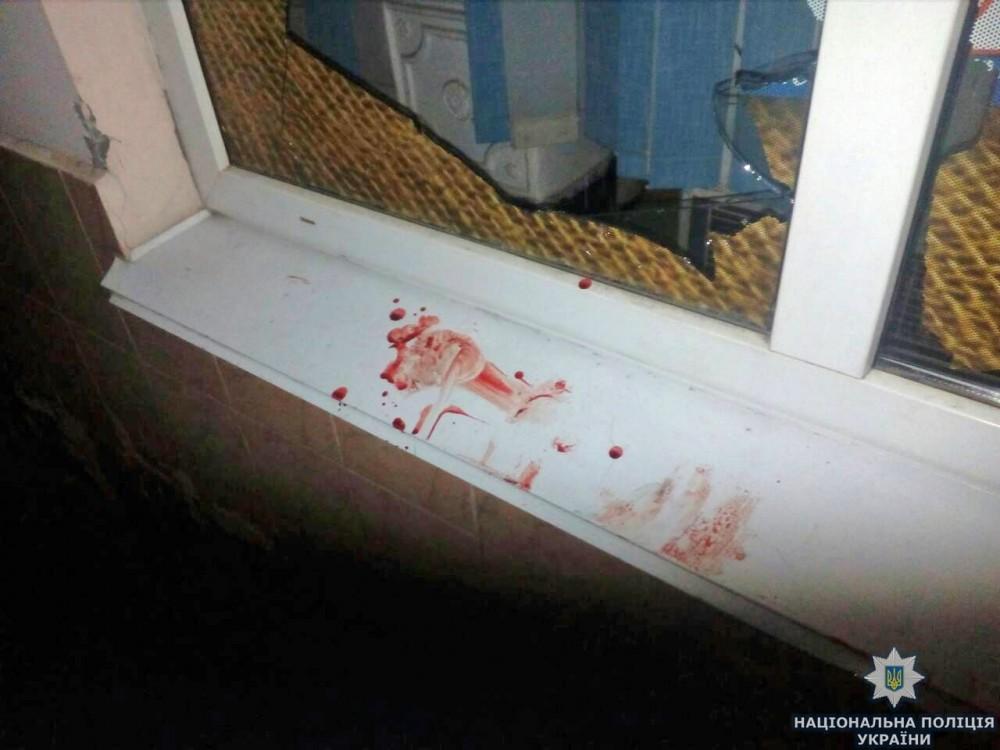 «Утром нашла его мертвым»: Жена спокойно спала, пока ее муж истекал кровью