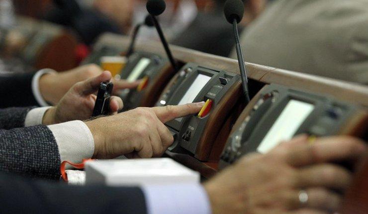 «Смотрите, какие они плохие …»: Одиозный нардеп рассказал о голосовании за Антикоррупционный суд