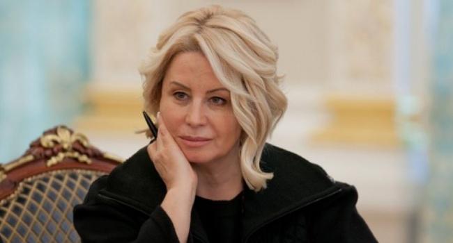Свидетельствовал Оззи Озборн: Экс-советник Януковича насмешила Украинская своим видом, пришлось извиняться перед судом