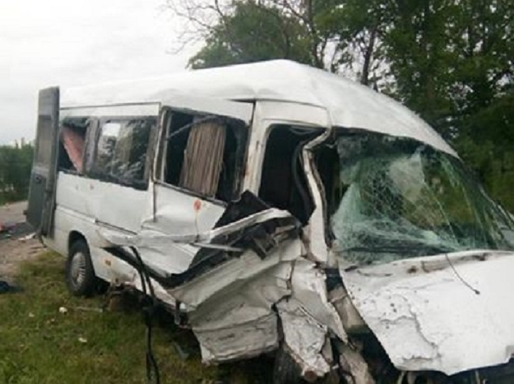 «Авто превратилось в груду металла»: Известная украинская группа попала в жуткое ДТП на Львовщине