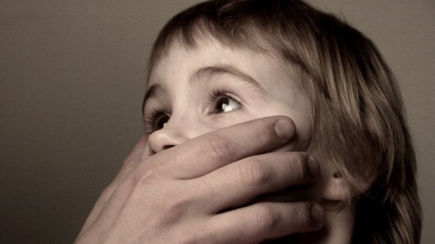 «Раздел ее, лег с ней в постель, а потом…»: Бойца ВСУ обвиняют в развращении несовершеннолетней