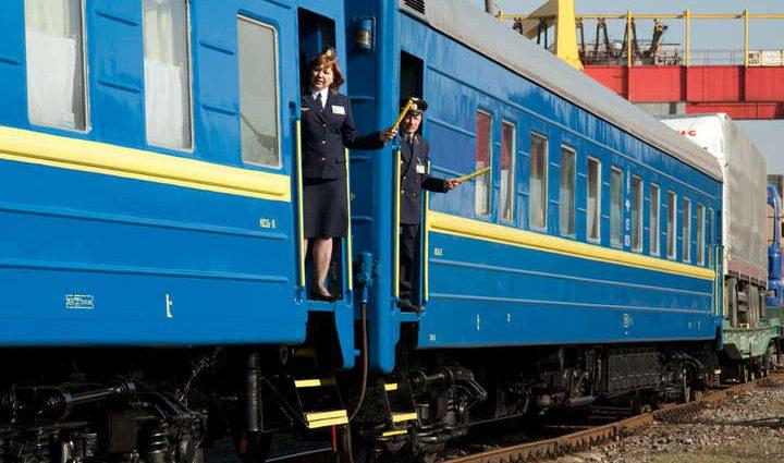 «Беременной женщине стало плохо, а проводники…»: Укрзализныця попала в громкий скандал из-за убогих вагонов