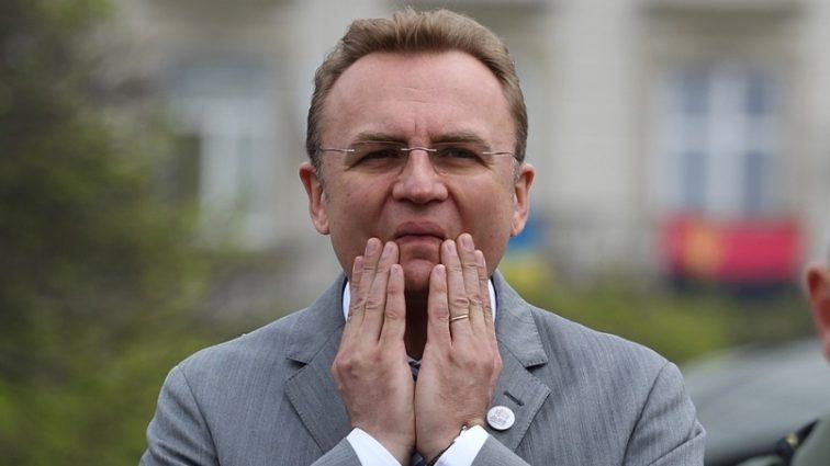 Нападавшим было 17-18 лет, они шли убивать: Садовой сделал шокирующее заявление о расправе над ромами во Львове