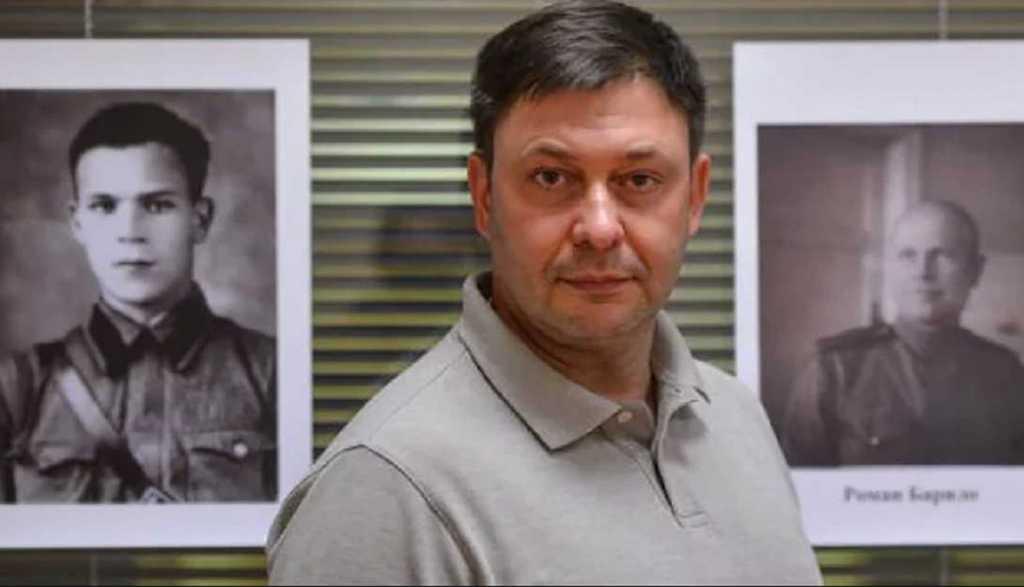 «Все было вывернуто, сломанные …»: В квартиру скандального украинского журналиста ворвались неизвестные