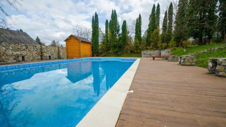 «Девочка упала в бассейн, пока родители веселились»: Умерла маленькая дочь известного спортсмена