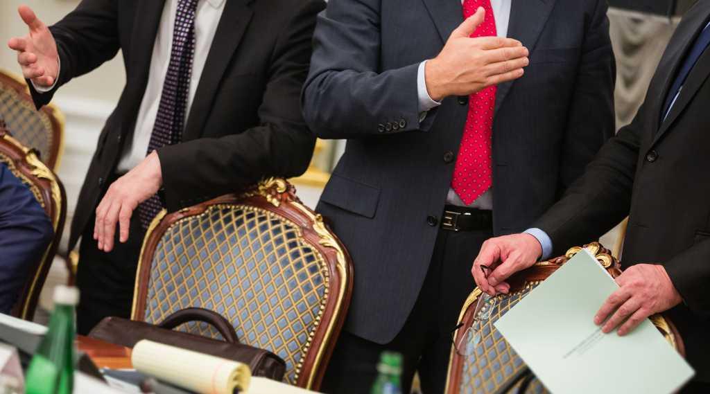 Скандальный уход, договорняки с Президентом и война с генпрокурором: В украинской политике развернулась новая драма