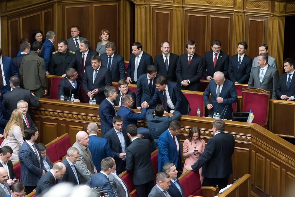 В Кабмине готовятся к громкой отставке: Кого уже на следующей неделе могут лишить должности