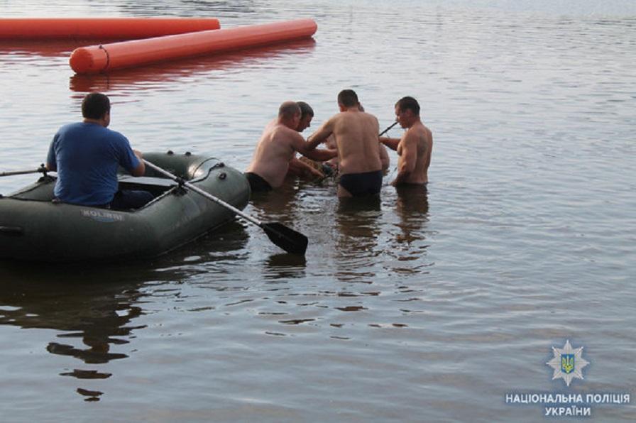 Развлечение, которое стало трагедией: В Одессе утонула девочка, спустившись с горки в воду
