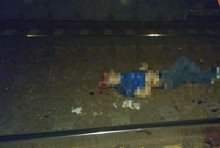 «Один из погибших практически обезглавлен. Пути в струях крови»: В Киеве поездом раздавило двух людей