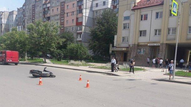 «Прямо на пешеходном переходе»: Несовершеннолетний на скутере сбил маленькую девочку