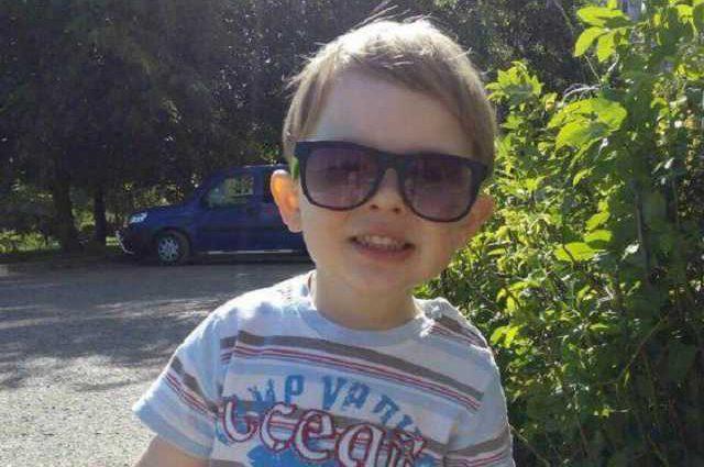 «Силы полностью покинули тело, он ничего не видел»: Родные умершего в Тернополе трехлетнего малыша подняли скандал