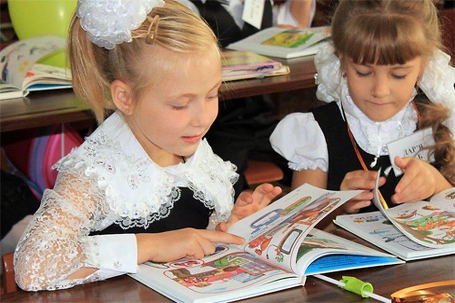 Из учебников уберут слово «родители»: Почему Министерство образования решилось на такой шаг
